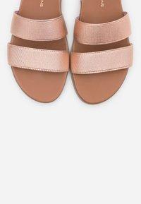 Dorothy Perkins - COMFORT FONNY ELASTIC FOOTBED - Sandalias - rose gold - 5