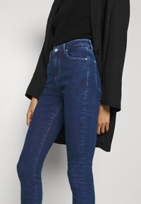 Guess - LUSH  - Jeans Skinny Fit - blue denim - 3