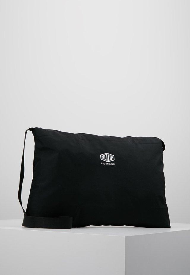 NOUN POST - Sac bandoulière - black