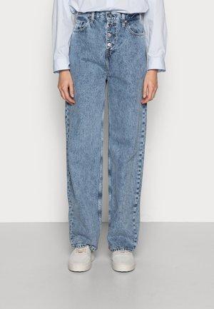 RELAXED - Straight leg jeans - denim light