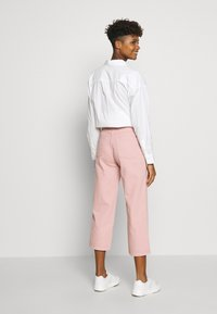 Monki - MOZIK - Relaxed fit jeans - orange dusty - 2