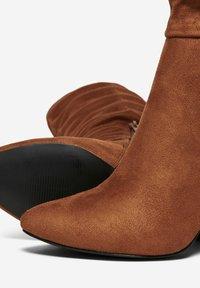 ONLY SHOES - Laarzen met hoge hak - cognac - 4