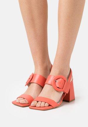 Sandals - coral