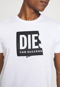 Diesel - T-DIEGO-LAB UNISEX - Print T-shirt - white - 5