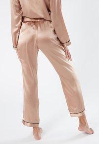 Intimissimi - LANGE HOSE AUS SATIN UND SEIDE - Pyjama bottoms - rose satin - 2