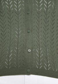 Vero Moda - VMCADDIE 3/4 BUTTON - Cardigan - laurel wreath - 4