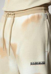 Napapijri - M-AIRBRUSH H AOP - Tracksuit bottoms - beige camou - 6