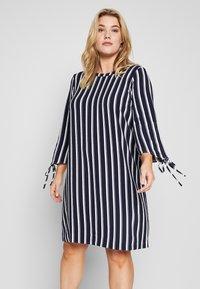 ONLY Carmakoma - CARCASIA KNEE DRESS - Robe d'été - peacoat - 0