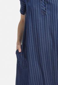 HELMIDGE - MIT POLO-KRAGEN - Denim dress - blau - 4