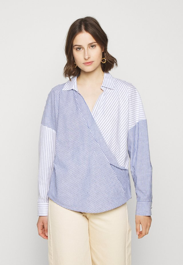 STRIPE ROLLED CUFF COLLARED WRAP - Blus - blue/ivory