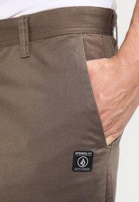 Volcom - FRICKIN MODERN - Shorts - mushroom - 3