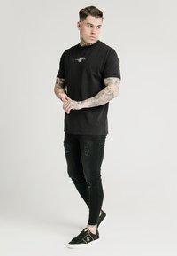 SIKSILK - SQUARE HEM TEE - Basic T-shirt - black