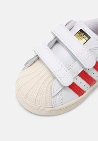adidas Originals - SUPERSTAR UNISEX - Sneakers - white/scarlet/chalk white - 4