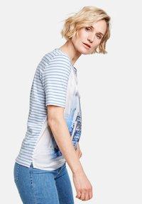 Gerry Weber - MIT MUSTERMIX - Print T-shirt - blau/ecru/weiss multicolor - 1