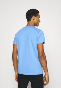 Pepe Jeans - EGGO  - T-shirt med print - bright blue - 2