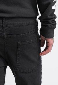Pier One - Džíny Slim Fit - black - 4