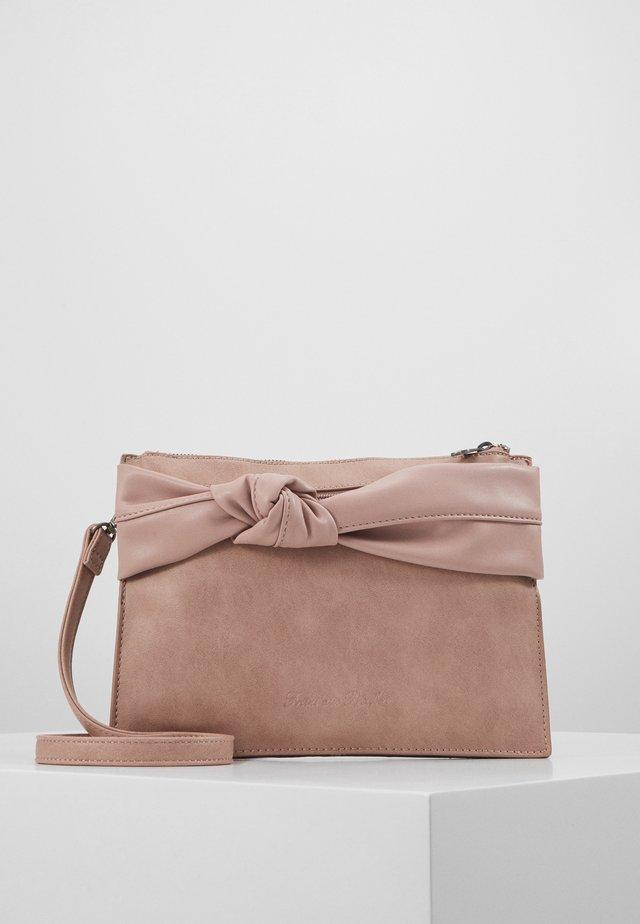 KORI - Pikkulaukku - mud rose