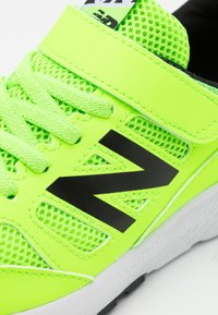 New Balance - Neutral running shoes - lime - 5