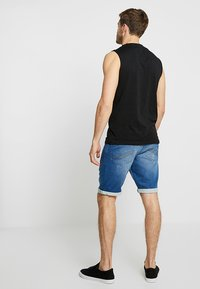 TOM TAILOR - JOSH - Jeansshorts - mid stone wash denim blue - 2