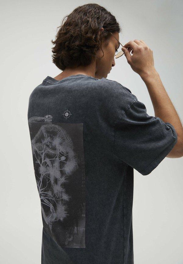 PULL&BEAR T-shirt z nadrukiem - blue/niebieski Odzież Męska VPMQ