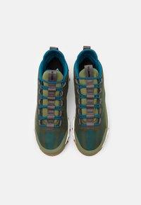 Columbia - FLOWBOROUGH LOW - Hiking shoes - hiker green/lagoon - 3
