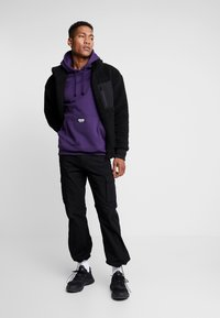 adidas Originals - REVEAL YOUR VOICE LITHOODY - Hættetrøjer - legend purple - 1