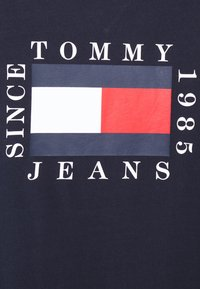 Tommy Jeans - BOX FLAG TEE - Print T-shirt - blue - 6