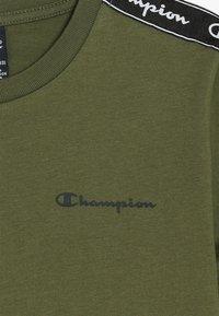 Champion - AMERICAN CLASSICS PIPING CREWNECK - T-shirts print - khaki - 3