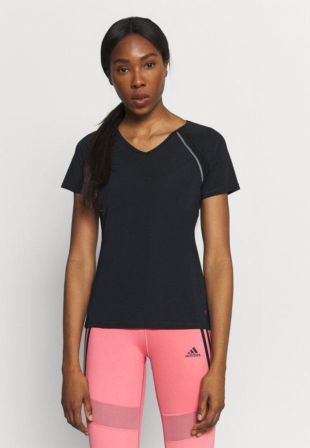 ONPPERFORMANCE TRAINING V NECK - Print T-shirt - black/red