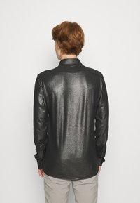 Twisted Tailor - SLEDGE SHIRT - Košile - black - 2