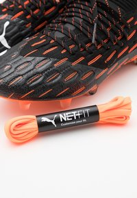 Puma - FUTURE 6.1 NETFIT FG/AG - Fotbollsskor fasta dobbar - black/white/shocking orange - 2