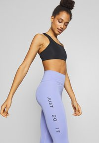 Nike Performance - SWOOSH-RUNNING TIGHT  - Leggings - light thistle - 3