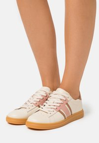 Tory Burch - HOWELL COURT - Trainers - new cream/pink moon - 0