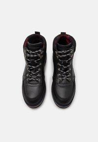 Tommy Hilfiger - CHECK LINING BOOT - Šněrovací kotníkové boty - black - 3