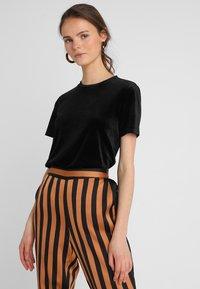 KIOMI - T-Shirt print - black/black - 0