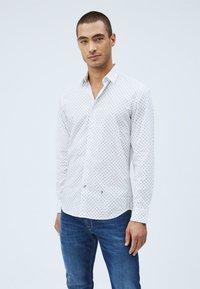 Pepe Jeans - EDMONTON - Skjorta - blanco - 0