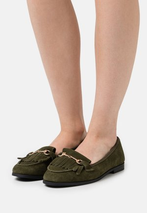 WIDE FIT FRINGE LOAFER - Instappers - khaki