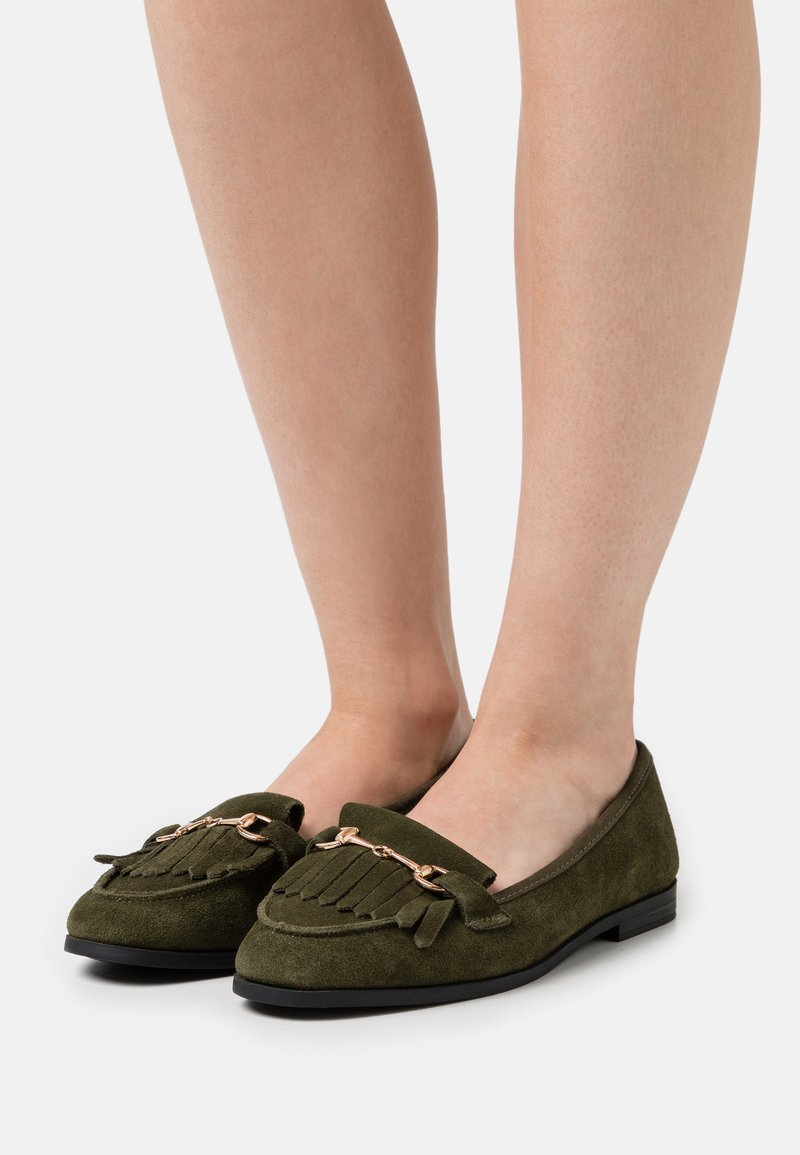 Dorothy Perkins Wide Fit - WIDE FIT FRINGE LOAFER - Loaferit/pistokkaat - khaki