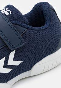 Hummel - AERO TEAM - Handball shoes - peacoat - 5