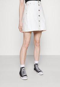 Tommy Jeans - SHORT SKIRT - Mini skirt - white - 3