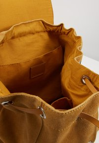 Even&Odd - LEATHER - Reppu - mustard - 4