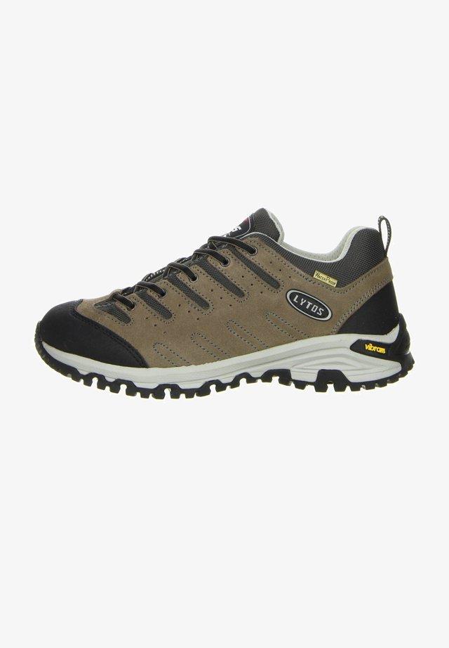 Walking trainers - braun