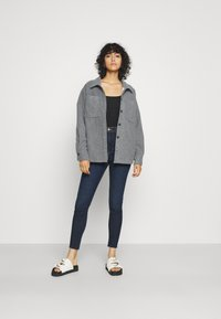 Tommy Jeans - MELANY UHR ANKLE - Jeans Skinny Fit - fjord - 1