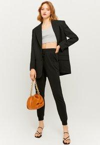 TALLY WEiJL - Teplákové kalhoty - black - 1