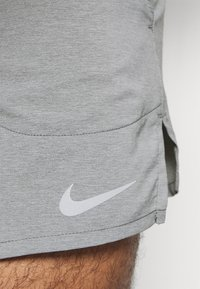 Nike Performance - STRIDE  - Short de sport - iron grey/heather/reflective silver - 3