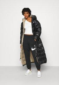 Nike Sportswear - PANT - Pantalon de survêtement - black/white - 1