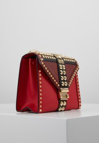 MICHAEL Michael Kors - TRICOLOR MIXED STUDS WHITNEY - Olkalaukku - red/multi - 3