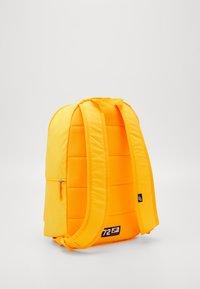 Nike Sportswear - HERITAGE 2.0 - Sac à dos - laser orange/white - 1