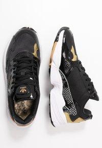 adidas Originals - Sneakersy niskie - core black/footwear white/gold metallic - 3