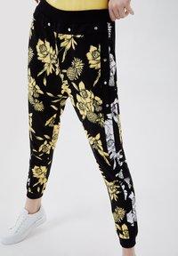 LIU JO - Trousers - black/yellow - 3